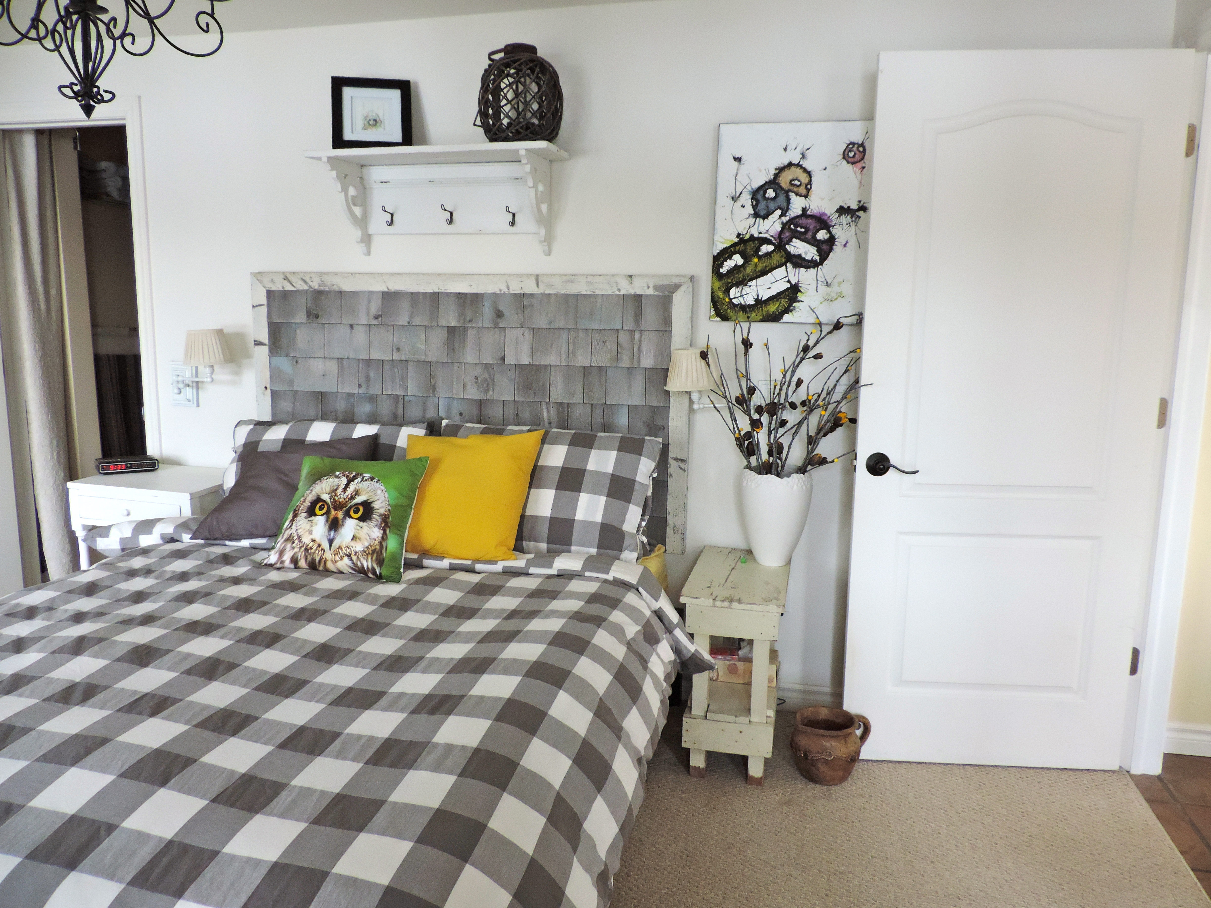 reclaimed wood headboard looks better in your home east coast rustic. Black Bedroom Furniture Sets. Home Design Ideas